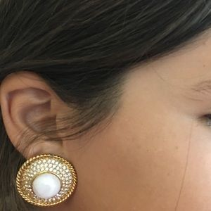 Authentic Chanel Clip on earrings ❤️️